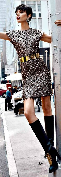 -Street chic - sparkle on the street. Look Fashion, High Fashion, Fashion Beauty, Womens Fashion, Fashion Design, Street Chic, Street Style, Online Shops, Online Shopping