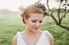 pretty flower crown for your wedding day