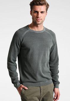 Pullovers Pier One Trui - khaki khaki: € 20,95 Bij Zalando (op 23-9-17). Gratis bezorging & retour, snelle levering en veilig betalen! Stylish Mens Outfits, Stylish Clothes, Men Sweater, Pullover, Boys, Sweaters, Fashion, Baby Boys, Moda
