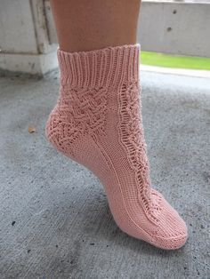 Ravelry: Double Lattice Socks pattern by Grace Quade free 2,25