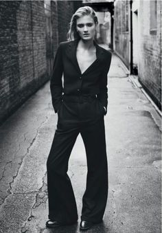 Like this - could have a little cleavage but done tastefully... Classic Masculine Fashion Ideas For Women (9)