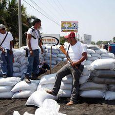 Regidores piden destituir a Edil de Aguililla.  Exigimos liberación de Mireles y autodefensas presos. El Dr. José Manuel Mireles, fue detenido el pasado 27 de Junio en Michoacán. Liberen a Mireles y autodefensas presos Ya!!!!