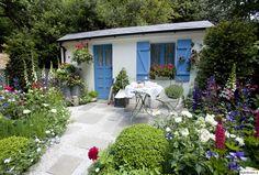 cottage garden,pensas,siirtolapuutarha,rivitalopiha,pieni piha,koristekasvi,hyötykasvi,puutarha