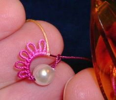 Patterns Free Bead Tatting | Yarnplayers Tatting Blog: Mock ring with a bead in center
