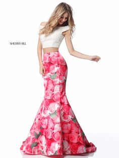 Floral Prom Dresses, Sherri Hill Prom Dresses, Designer Prom Dresses, Floral Print Maxi Dress, Homecoming Dresses, Print Skirt, Ladies Dresses, Prom Dress Couture, Black Long Sleeve Dress