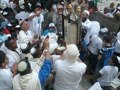 bar mitswa is een Joods feest waarbij de 13de  verjaardag van een jongen wordt gevierd.  De Bar Mitswa is een voorbeeld van een overgangsritueel.