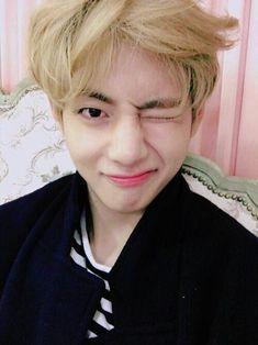 Jungkook is the Maknae of the most famous boy band 'BTS' who was also a little. Jungkook kept this secret from all of his members because they already had a l. Taehyung Selca, Jimin, Bts Selca, Kim Namjoon, Bts Bangtan Boy, Seokjin, Taehyung Smile, Taekook, Wattpad