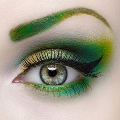 Green Eye for the perfect Green Dress #green #eyes #eyeshadow #eyemakeup - bellashoot.com