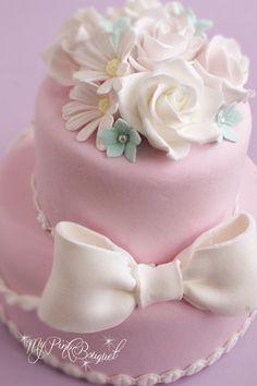 001//2段おリボンケーキ。ベースのお色はベビーピンク