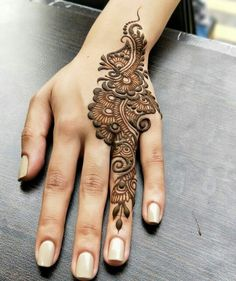Mehndi design makes hand beautiful and fabulous. Here, you will see awesome and Simple Mehndi Designs For Hands. Henna Hand Designs, Dulhan Mehndi Designs, Mehendi, Mehndi Designs Finger, Henna Tattoo Designs Simple, Mehndi Designs For Beginners, Modern Mehndi Designs, Mehndi Design Pictures, Mehndi Simple