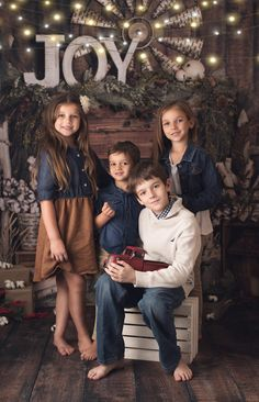 75 Christmas Photo Ideas to End Your Christmas Celebrations with a Bang Brother Sister Loving Moment Photo Shoot Idea Photos ideas Christmas Pictures Outfits, Xmas Photos, Family Christmas Pictures, Family Picture Outfits, Holiday Pictures, Christmas Ideas, Christmas Minis, Family Holiday, Xmas Family Photo Ideas