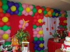 decoração com balões coloridos para festa infantil