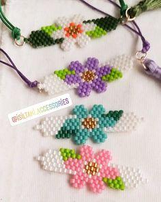 Bead Loom Bracelets, Beaded Bracelet Patterns, Seed Bead Flowers, Beaded Flowers, Fuse Bead Patterns, Beading Patterns, Seed Bead Projects, Bead Jewellery, Macrame Bracelets