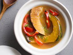 An easy Asian recipe for acorn squash. This quick and simple acorn squash recipe is stewed in miso paste and bell peppers. Stewed Squash, Roasted Squash, Vegetable Side Dishes, Vegetable Recipes, Wine Recipes, Cooking Recipes, Fall Recipes, Delicious Recipes, Soup Recipes
