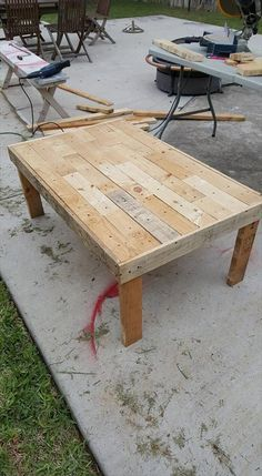 How to Build a Coffee Table from Pallets | Pallet Furniture
