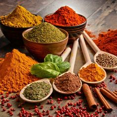 Modern science has now shown that many herbs and spices do indeed carry remarkable health benefits. Here are 10 of the world's healthiest herbs and spices, supported by research. Fruit Diet Plan, Food Wallpaper, Spices And Herbs, Group Meals, Food Groups, Mets, Creative Food, Herbalism, Food Photography