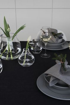 Christmas table setting by Elisabeth Heier