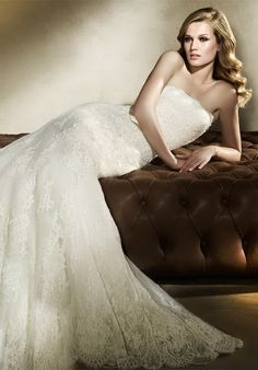 Gorgeous strapless lace wedding dress A-line