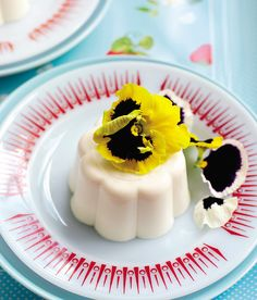 A showstopping lemon blancmange recipe, ideal for entertaining, and effortlessly easy to make. Dessert Dishes, Köstliche Desserts, Delicious Desserts, Dessert Recipes, Yummy Food, Appetizer Dessert, Dessert Party, Flan, Superfoods