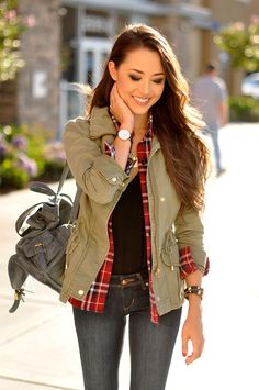To School Outfit plaid Street Style, August 2014 Jessica R. is wearing a jacket, shirt, top and jeans from H&M and a bag from DailyLook Jessica Ricks, Fall Winter Outfits, Autumn Winter Fashion, Fall Fashion, Style Fashion, Workwear Fashion, Petite Fashion, Curvy Fashion, Fashion Outfits