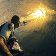 22 Crazy Perspective Photos Taken With a GoPro Camera - My Modern Metropolis. Great photos from the GoPro! No Wave, Kelly Slater, Pro Surfer, Photos Du, Cool Photos, Amazing Photos, Crazy Photos, Epic Pictures, Images Photos