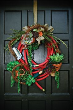 Great use of all the broken hoses lying around. This is a clever wreath idea for a garded gate! A Repurposed Fall Garden Wreath Xmas Wreaths, Door Wreaths, Diy Wreath, Wreath Making, Garden Hose Wreath, Autumn Garden, Summer Wreath, How To Make Wreaths, Porch Decorating