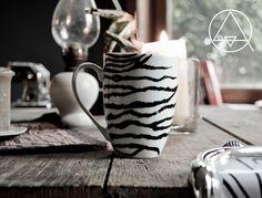 DIY mug, zebra mug, handpainted mug, Painted Mugs, Hand Painted, Diy Mugs, Old Shirts, Craft Projects, Craft Ideas, Diy Christmas Gifts, Diy Gifts, Diy And Crafts