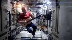 """Canadian astronaut Chris Hadfield produced a stunning music video tribute to David Bowie's """"Space Oddity"""" aboard the International Space Station --> So Great! He is the best :) Chris Hadfield, David Bowie, Major Tom, William Blake, Trailer Peliculas, Charlevoix, Primer Video, To Infinity And Beyond, Space Station"""