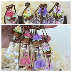 Весенние кулоны-бутылочки из #2011 #весна #сваровски #нарцис #сирень #бутылка #стекло #кулон #подвеска #оригинально #необычныеукрашения #цветы #миниатюра #ярко #романтическийстиль #flowers #jewelry #lilac #accessories #mini #zafirka