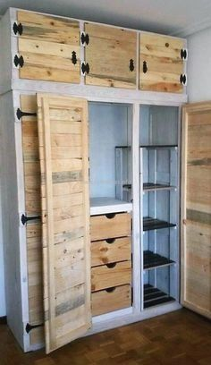 You'll want all your shelves to be made with pallets with these DIY pallet shelves ideas. For more creative ideas, visit us @ glamshelf.com #palletprojects #bathroomdiy #bathroompalletprojects #bathroomdecor