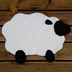 Sitteunderlag - Sau Have to try this some time! Snoopy, Kids Rugs, Hobby, Wool, Knitting, Fictional Characters, Kid Friendly Rugs, Tricot, Stricken