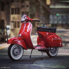 "1,037 curtidas, 9 comentários - www.VE8PA.CH (@ve8pa.ch_best.original.vespas) no Instagram: ""Vespa GTR Rosso Corallo 1972, in original paint condition (NEVER restored). More pictures and…"""