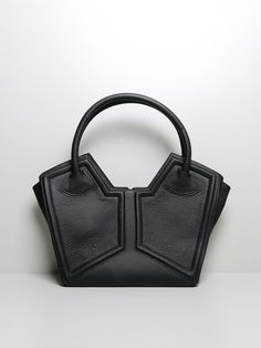 "truss bag black - Truss Bag in Black by Candamill  Features  • Two top handles  • Magnetic closure  • Inside zip pocket   Composition  100% Leather  Measures  H: 12.75"", W: 18"", D: 5.5"""