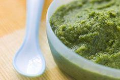 4-6 mois - Ma première purée de haricots verts - une recette de Régalez Bébé. Légume léger comme l'air, le haricot vert est riche en calcium, en vitamines et en fibres. Cette première purée pour bébé est parfaite pour découvrir le plaisir du goût du légume.