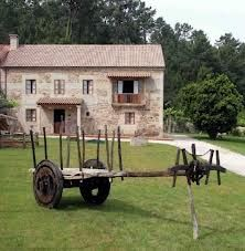 Casa do tarela es una edificación representativa de la arquitectura tradicional gallega. Construida en 1900 por unos empresarios de la madera.
