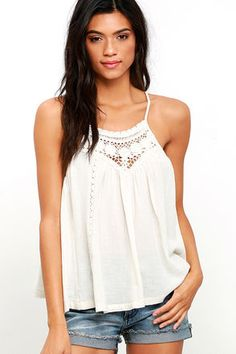 When the Billabong Midsummer Tides Cream Crochet Top emerges from your closet, you'll know a day of sunshine is around the corner! Adjustable spaghetti straps top a crochet decolletage. Vertical lace panels decorate the woven, wide-cut bodice. Small metal logo tag at back.