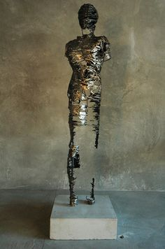South African artist Regardt van der Meulen delivers his series 'Deconstructed' made out of steel. The series exist of a group of fragmented, sci-fi-like sculptures of human shapes