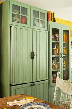 The fridge in this cottage kitchen hides behind beadboard fronts. The fridge in this cottage kitchen hides behind beadboard fronts. Ceiling-height cabinets with text Kitchen Shelves, Kitchen Storage, Kitchen Decor, Kitchen Ideas, Kitchen Pantry, Primitive Kitchen, Country Kitchen, Cottage Kitchens, Home Kitchens