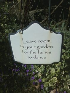30 Magical Fairy Garden signs, statues and other whimsical garden markers. Fairy Garden Houses, Gnome Garden, Fairy Gardening, Fairies Garden, Witch's Garden, Balcony Gardening, Indoor Gardening, Fairy Land, Fairy Tales