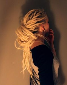 I have always wanted to do my hair this way! blonde dreads are the way to go whether it be ash blonde or white blonde and most anywhere in between Blonde Dreads, Dreads Girl, White Girl Dreads, Baby Dreads, Dreads Styles, Curly Hair Styles, Natural Hair Styles, Dreadlock Hairstyles, Braided Hairstyles