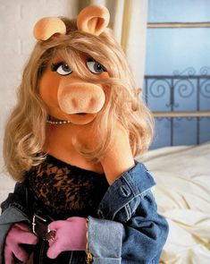 Jim Henson - The Muppet Master — Miss Piggy Photo by John E Barrett Miss Piggy Meme, Miss Piggy Muppets, Kermit And Miss Piggy, Kermit The Frog, Miss Piggi, Doctor Whooves, Fraggle Rock, Nyan Cat, Princess Luna