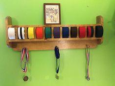 Cinturón de artes marciales redondeado y exhibición trofeo