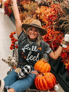 Pumpkin Patch Pictures, Fall Senior Pictures, Cute Fall Pictures, Fall Friends, Pumpkin Patch Outfit, Fall Photos, Fall Pics, Autumn Aesthetic, Happy Fall Y'all