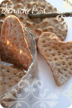 """Les Cuisines de Garance: Knäckebröd {les """"craque pain"""" suédois écolos} .... Savory Scones, Savory Muffins, Finnish Cuisine, Braided Bread, Savoury Baking, Yummy Food, Tasty, Our Daily Bread, Swedish Recipes"""