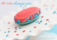 yummy 4th of july whoopie pies by @Jamielyn {iheartnaptime.net}