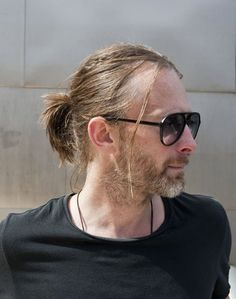 My aesthetic in 6 (or how bout 9 cause y'know, thom ) pictures from my camera roll Music Is Life, My Music, Beautiful Men, Beautiful People, Thom Yorke Radiohead, Estilo Rock, Man Bun, Interesting Faces, Handsome Boys
