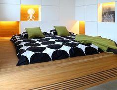 Nowoczesna sypialnia z podestem