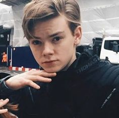 I've (somehow) managed to get my 4 year old brother into tmr. His two favourite characters are Newt and Thomas. IVE TAUGHT HIM SOMETHING by _thenewtrunner_ Maze Runner Thomas, Maze Runner Cast, Maze Runner Movie, Maze Runner Series, Thomas Brodie Sangster, Nowhere Boy, Anne With An E, Def Not, Dylan O'brien