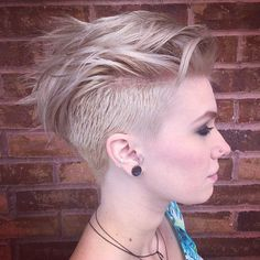 Edgy Short Haircuts, Short Hair Undercut, Haircuts For Fine Hair, Undercut Women, Undercut Girl, Girl Mohawk, Pixie Haircuts, Popular Haircuts, Pixies