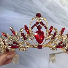 Red And Gold Dress, Burgundy And Gold, Red Gold, Gold Wedding Crowns, Gold Wedding Theme, Wedding Tiaras, Geek Wedding, Wedding Black, Corona Real